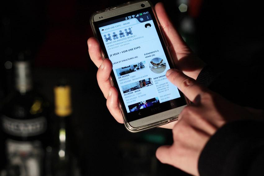 vue d'un mobile avec le site du WAAW. Je veux voir une expo